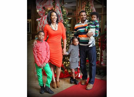 Holiday_family_photo_BernettaStyle.com_Shutterfly_ShannonRiversphotography
